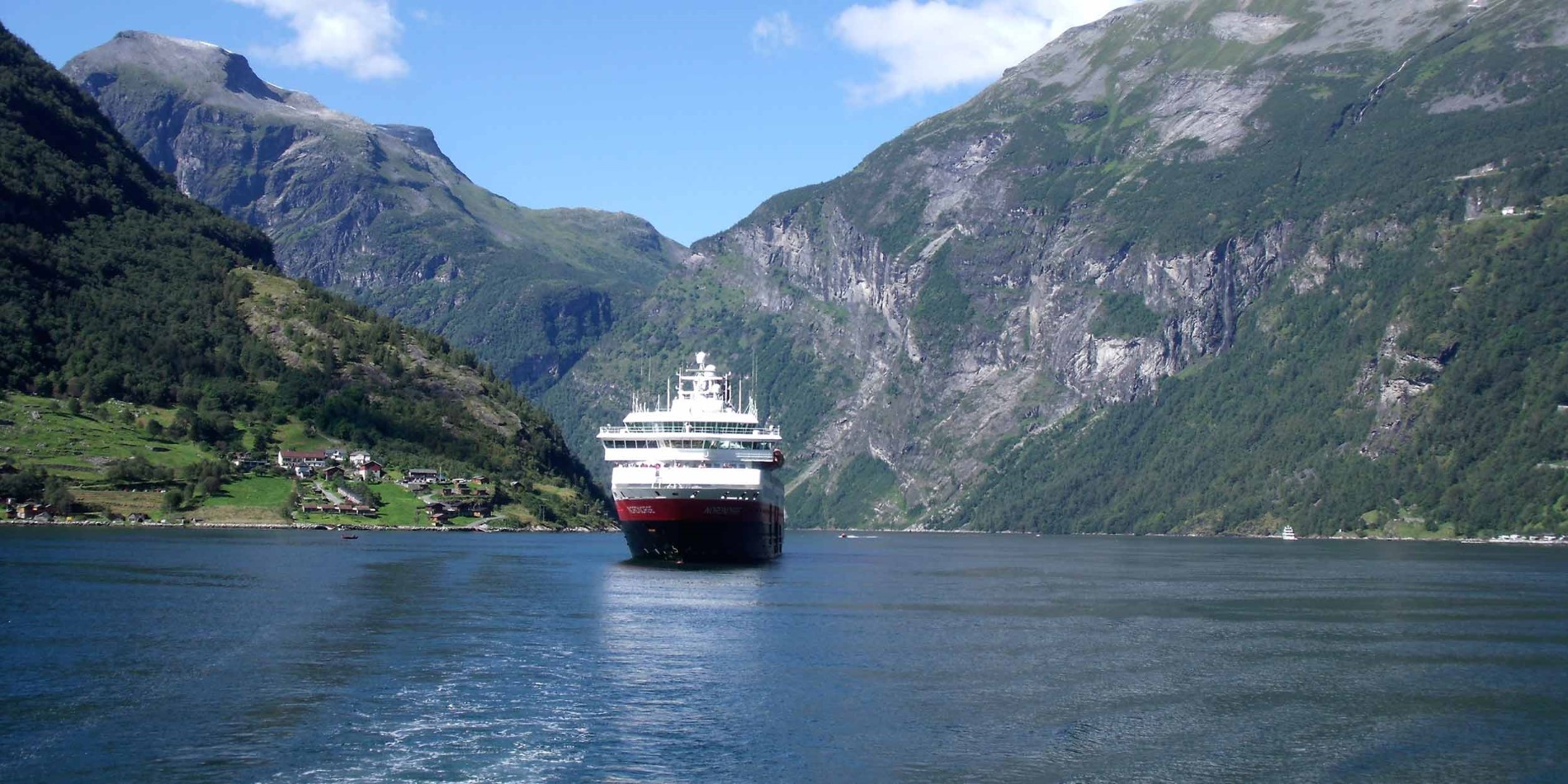 2500x1250_MS-Nordnorge_Geiranger_BY_Marion-Palm_Guest-Image.jpg