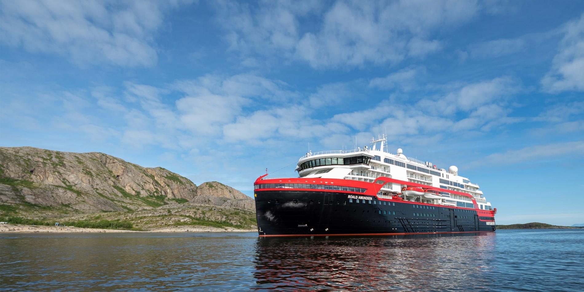 """Résultat de recherche d'images pour """"""""Roald Amundsen"""" boat"""""""